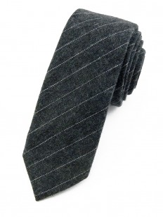 Cravate gris foncé à fines rayures
