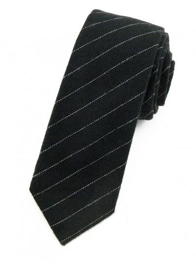 Cravate noire à fines rayures