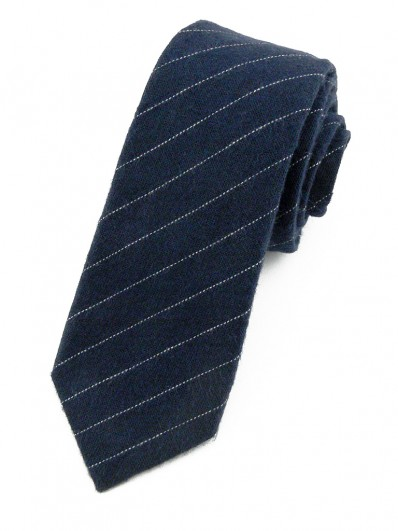 Cravate bleu marine à fines rayures