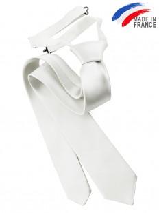 Cravate blanche pré-nouée