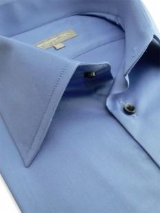 Erika - Chemise bleue de coupe cintrée.